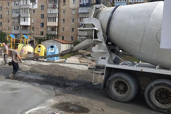 В Буче на ул.Киево-Мироцкой, 104В устанавливается современная контейнерная площадка
